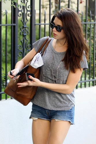 Celebrities-Wearing-Bleecker-Weekend-Tote-9