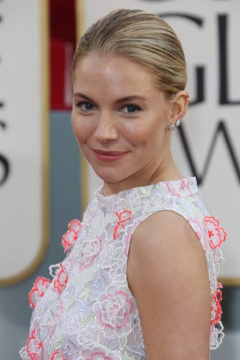 golden-globes-beauty-sienna-miller