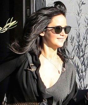 jennifer-lawrence-dyes-hair-black_GB