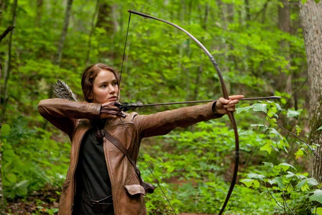 01_katniss_district_12_shoot_arrow1