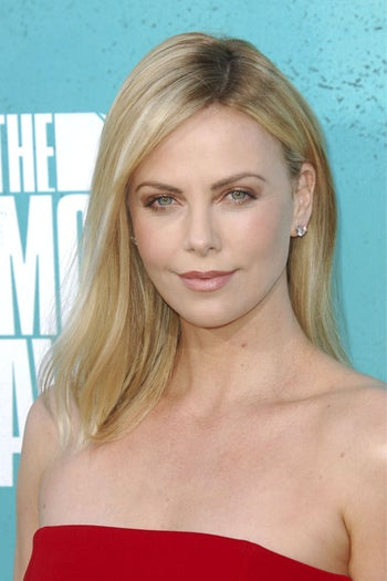stylish-summer-haircuts-charlize-theron
