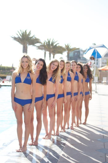01-hires-aqualillies-1078