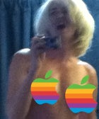 Apple-Store-Topless