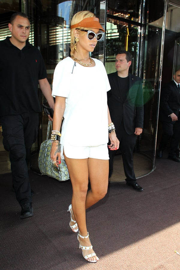 Rihanna Gives Us A Lesson In Proper Travel Style