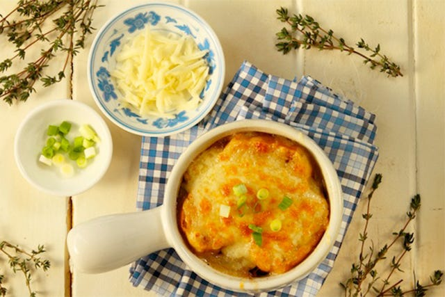 A French Onion Soup Recipe That's Perfect For Winter