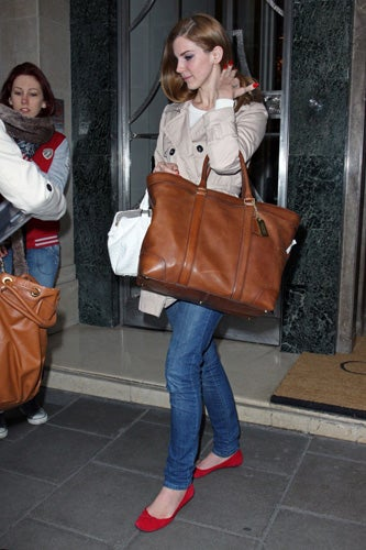 Celebrities-Wearing-Bleecker-Weekend-Tote-7